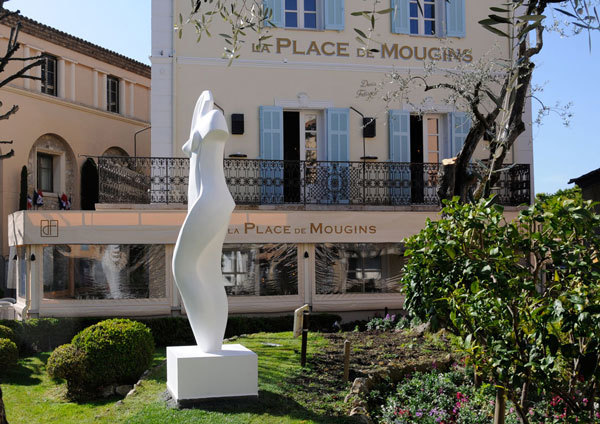 Sculpture moderne place de mougins