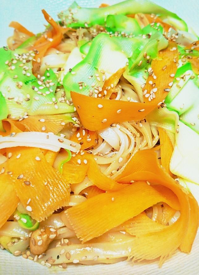 Pa%cc%82tes de riz  courgette carotte a%cc%80 l'asiat