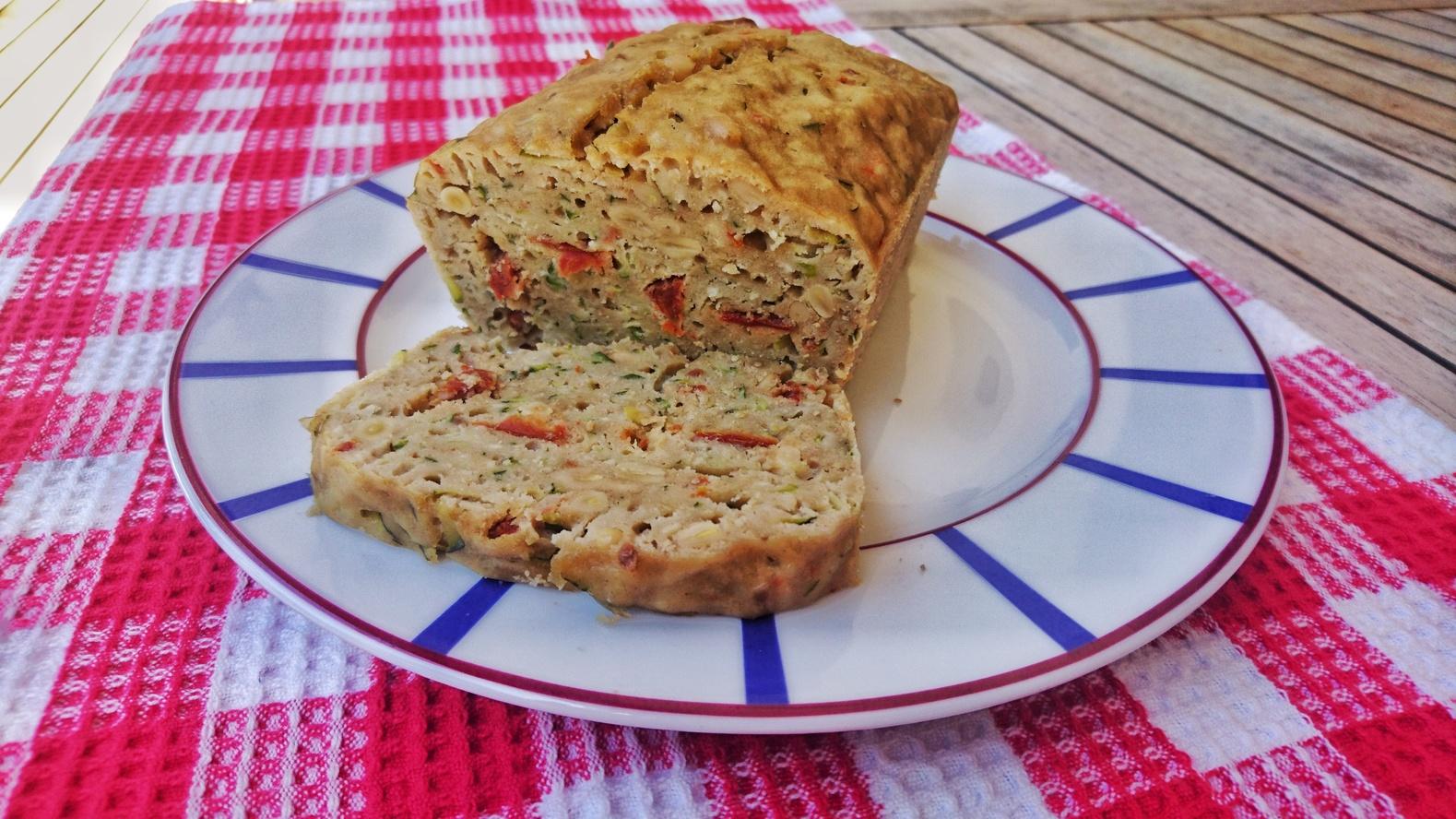Cake courgettes  tomates se%cc%81che%cc%81es  pignons