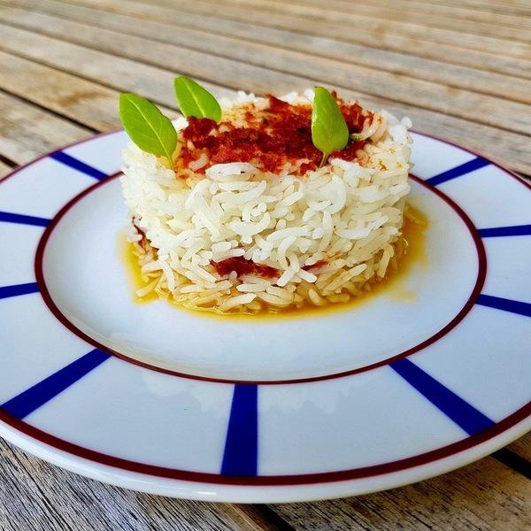 Riz sauce basilic  tomates se%cc%81che%cc%81es  huile d'olive. point. %28 possibilite%cc%81 de rajouter des pignons%29