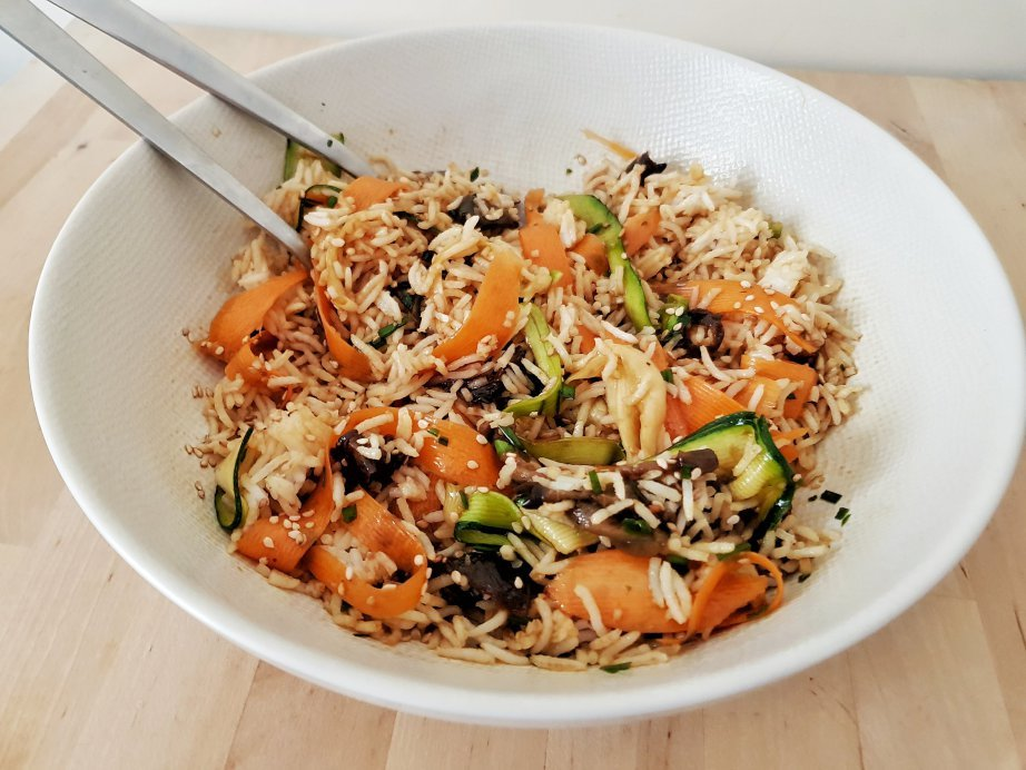 Salade de riz le%cc%81gumes et aubergines grille%cc%81es