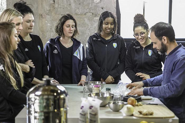 chef olivier roubini et les joueuses de rugby