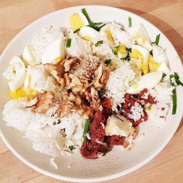 Salade de riz tomates ce%cc%81hes